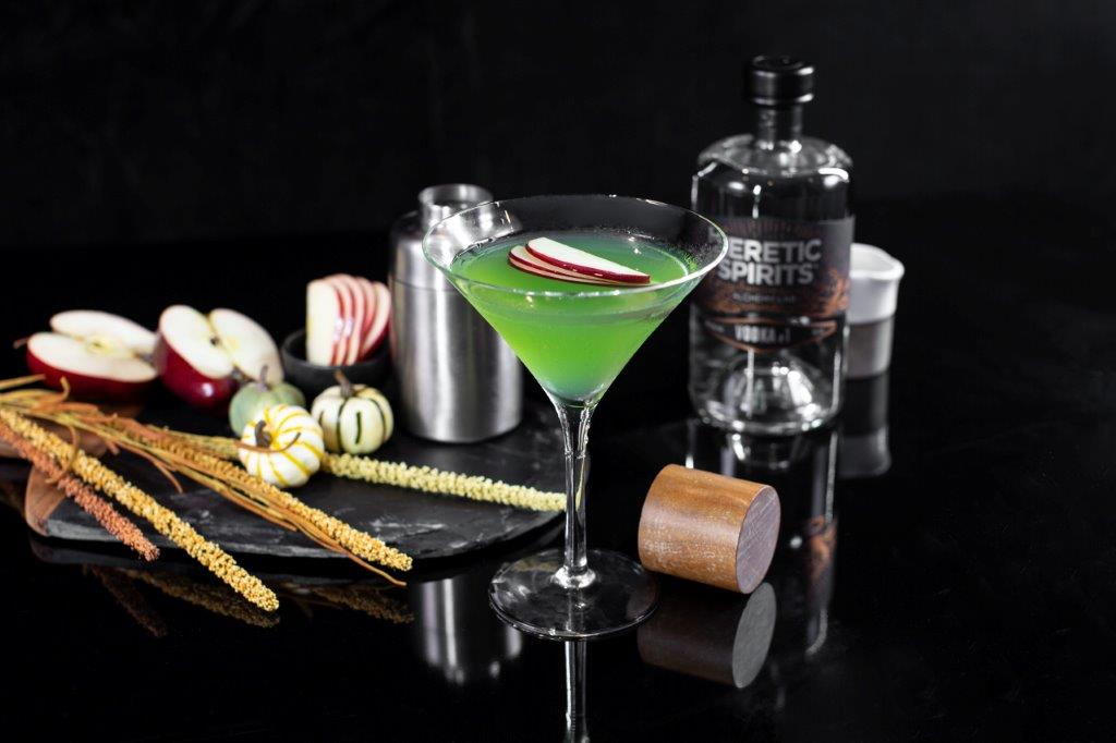 What is in a poison apple cocktail