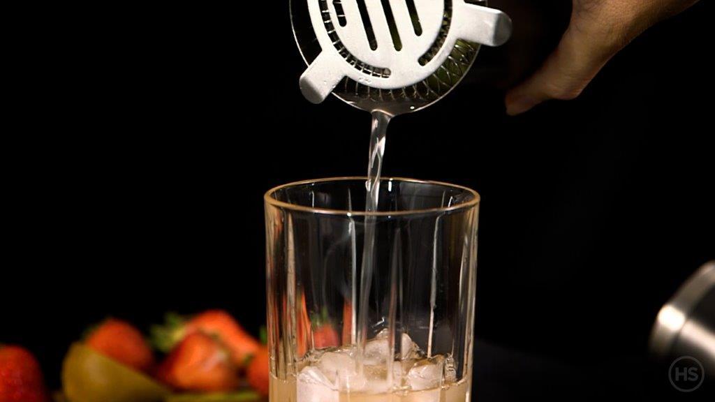 How-to-strain-a-vodka-soda