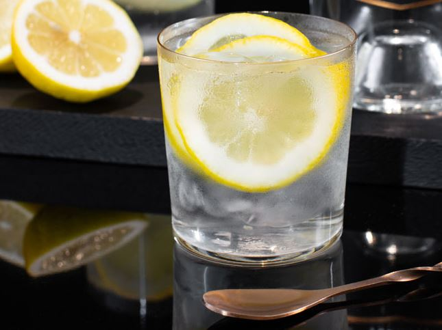 How-to-serve-a-vodka-soda